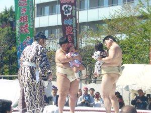Nakizumo - Sumo Wrestlers Making Babies Cry!