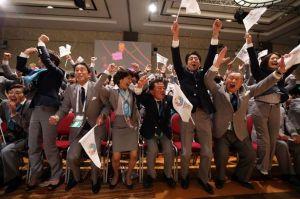 The-Tokyo-2020-bid-delegation-celebrate-2259374