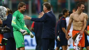 world-cup-football-tim-krul-louis-van-gaal-holland-costa-rica_3168751