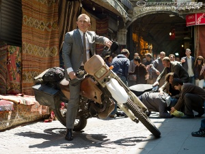 James-Bond-Skyfall-Honda-CBR250R