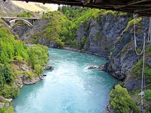 tci_nz05_kawarau_bridge_under